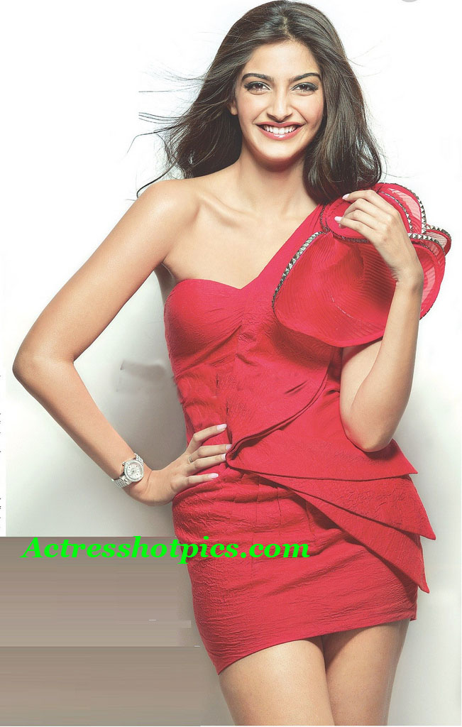 hd wallpapers of sonam kapoor. hd wallpapers of sonam kapoor. sonam kapoor hot wallpapers hd.